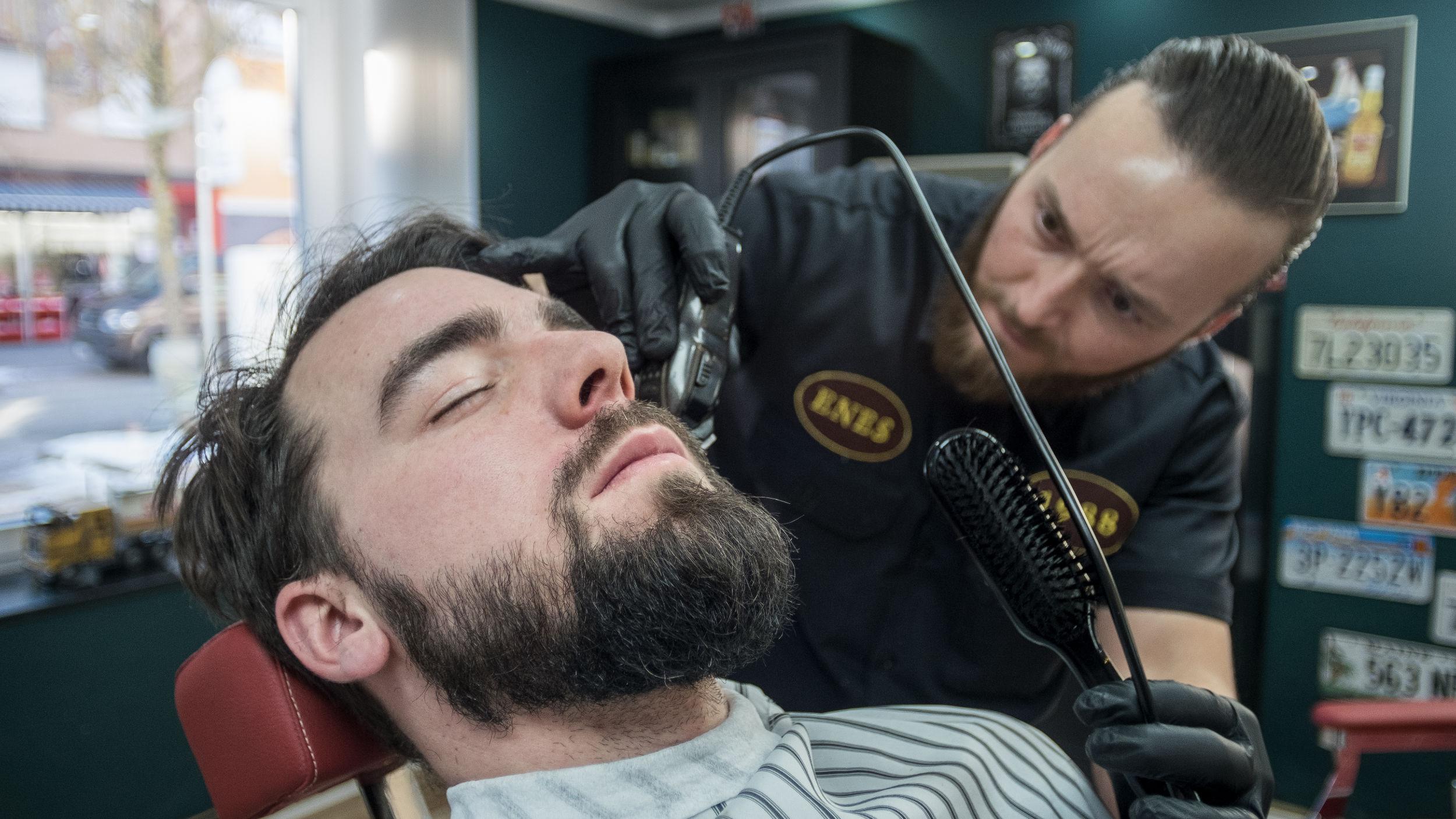 Beim Barbier dürfen Männer noch Männer sein