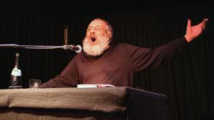 Harry Rowohlt bei einem Auftritt im Schwarzen Hasen bei Wangen.